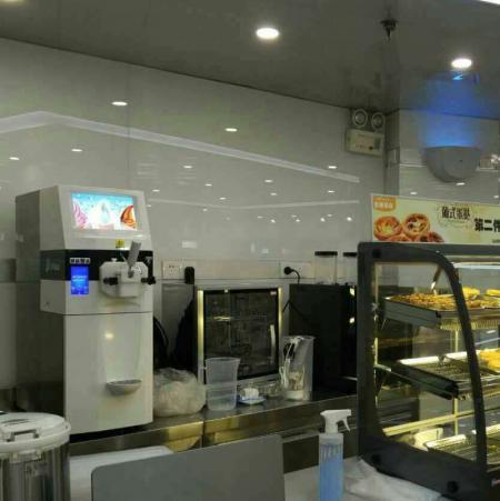冰淇淋机在烘焙店