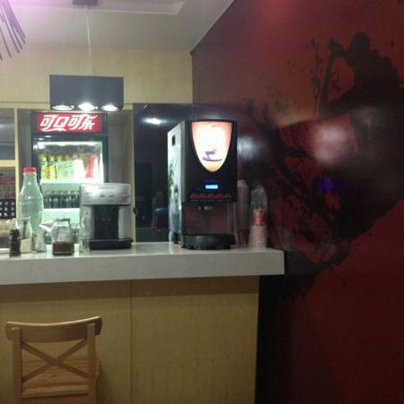 速溶咖啡机在饮品店