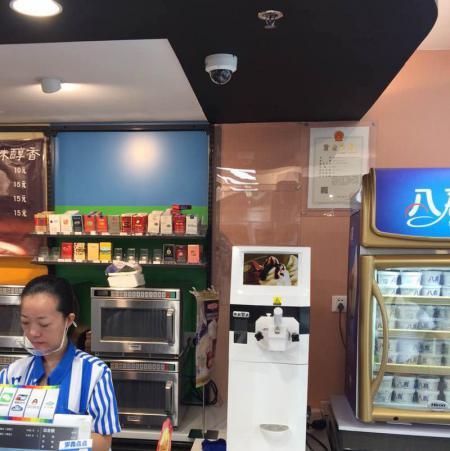 冰淇淋机在罗森便利