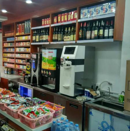果汁机与冰淇淋机在便利店