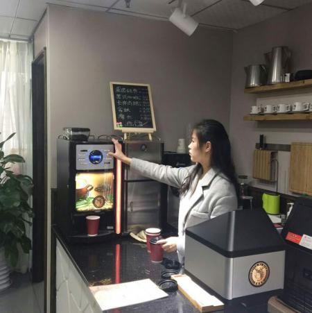 现磨机 盖雅E2S鲜奶版在咖啡店